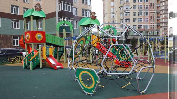 229 детских игровых комплексов установили в 56 округах Подмосковья в 2021 году