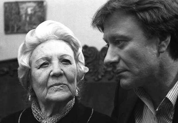 Изабелла Юрьева и Андрей Миронов   Фото: kino-teatr.ru