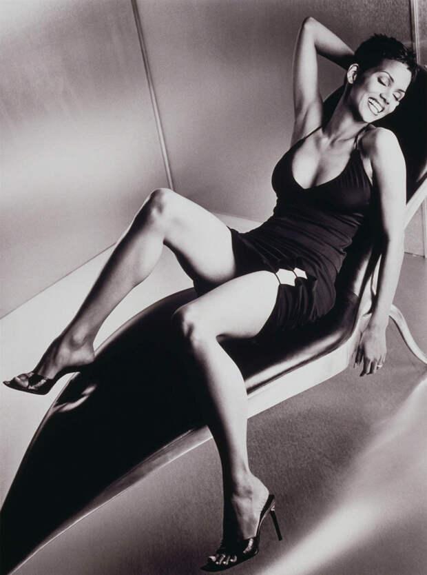 Холли Берри (Halle Berry) в фотосессии Антуана Вергла (Antoine Verglas) для журнала Maxim (июль 2000), фото 12