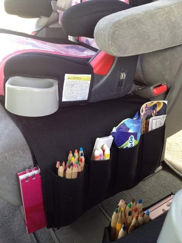 И без того неплохой органайзер пультов из IKEA легко становится просто незаменимой штукой в машине - в сочетании с детским креслом или бустером