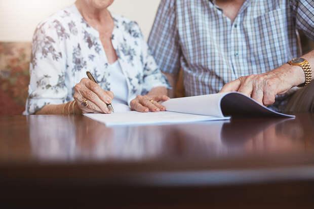 Завещание или дарственная: как дешевле передать жилье