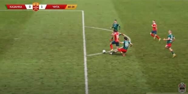 Мегастранный пенальти во второй лиге: реф поставил точку за фол в двух метрах от штрафной. Разбор эпизода с экспертом