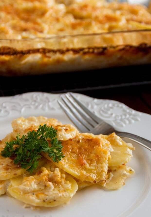 Картофель, запеченный с сыром.