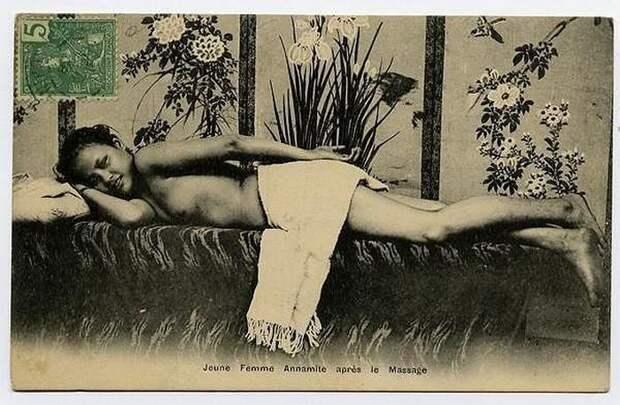 Многие из подобных открыток носили неприкрытый эротический характер и старались подчеркнуть чувственность женщин в колониях.