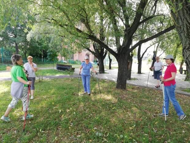 Для пенсионеров из Ростокина возобновились очные занятия в парках