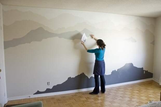 повтор картины в виде гор на стене спальни