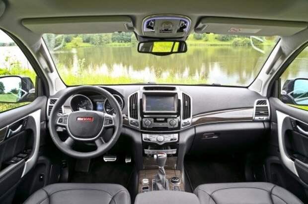 Из всех известных у нас китайских автомобилей у Н9 – лучший интерьер. Не понравился лишь блеклый центральный экран.
