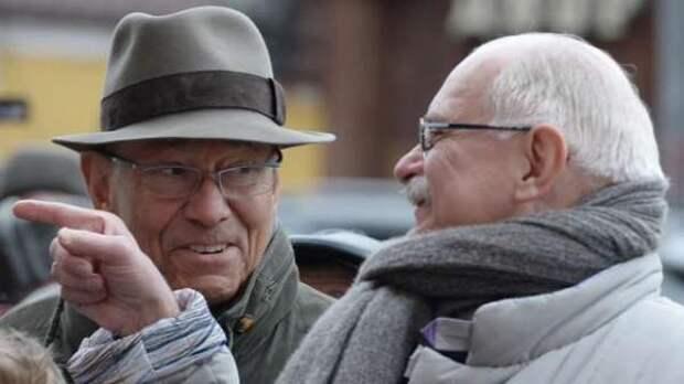 Кончаловский и Михалков попросили у Путина 1 миллиард на создание сети кафе