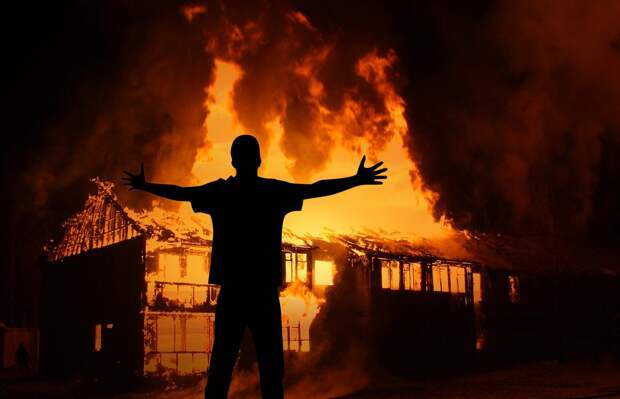 Житель Воткинска поругался с начальником и поджёг его офис