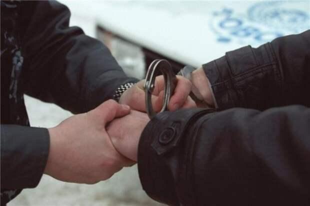 Столичный полицейский в свободное от службы время задержал вооруженного грабителя на заправке 2015, героизм, герой
