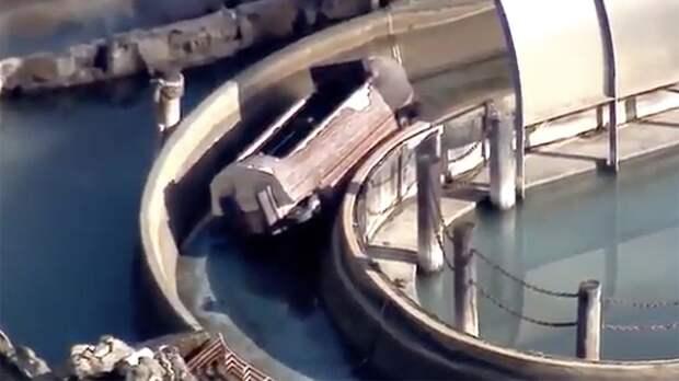 Троих человек выбросило из сломавшейся карусели в Калифорнии