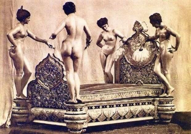 Эта кровать из розового дерева была изготовлена в 1882 году в Париже по заказу 20-летнего Саддика Мухаммеда Хана IV Аббаси, навахаба княжества Бахавалпур. история, ретро, фото, это интересно