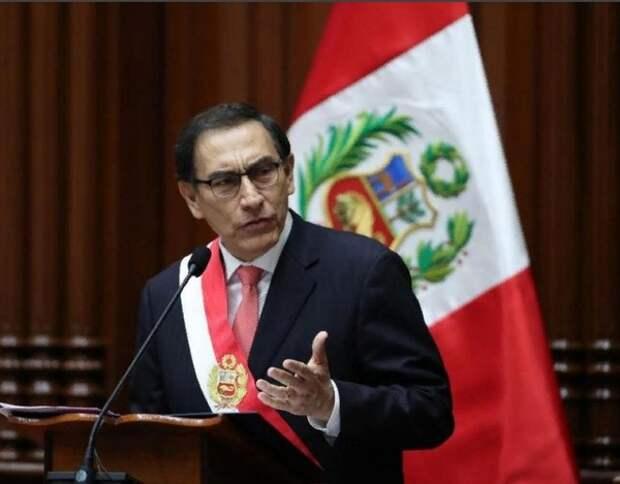 Президент Перу объявил о роспуске парламента, тот в ответ отстранил его от власти