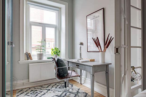 Уютная скандинавская квартира с кантри атмосферой и цветочными мотивами (51 кв. м)