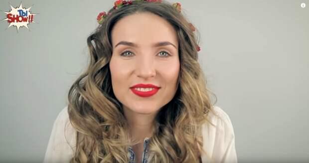 Современные украинские женщины любят носить вышиванки и аксессуары с элементами национальной символики.