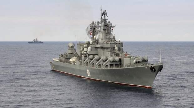 Крейсер «Варяг» и фрегат «Маршал Шапошников» провели стрельбы в Японском море