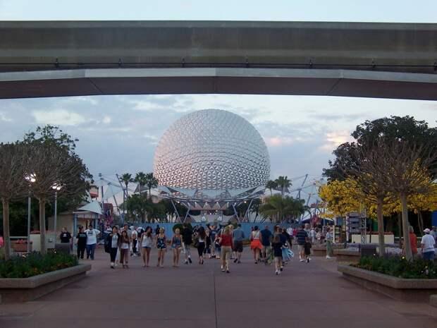 24 место. Walt Disney World Resort в Лейк Буэна Виста, штат Флорида. Этот парк развлечений, расположенный на участке площадью 12 тысяч гектаров, является одним из крупнейших развлекательных комплексов в мире. Ежегодно его посещает 11,2 миллиона человек.