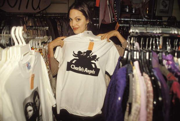 Анджелина Джоли (Angelina Jolie) в фотосессии Мишеля Буркара (Michel Bourquard) (1994), фото 36