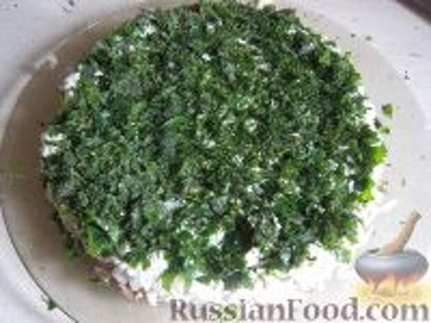Фото приготовления рецепта: Салат слоеный из печени - шаг №11