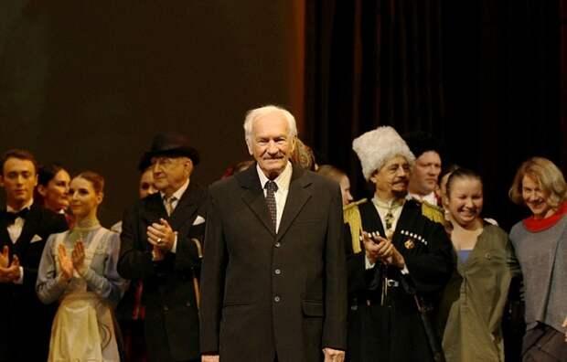 Губернатор Кубани поздравил писателя Виктора Лихоносова с 85-летием