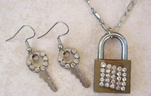 Идеи по использованию в рукоделии старых ключей