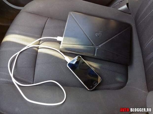 Как заряжать телефон в машине. Альтернативные методы