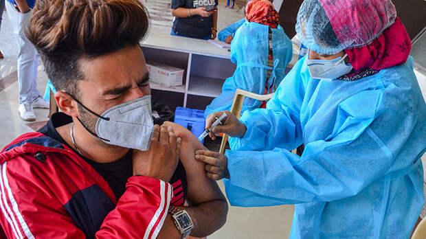 Привитым дали два года: Есть ли шанс выжить после вакцины