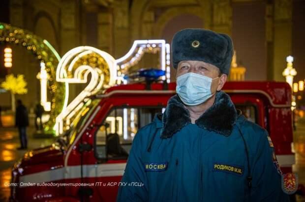 Московские пожарные обеспечили безопасность в новогоднюю ночь. Фото : отдел документирования