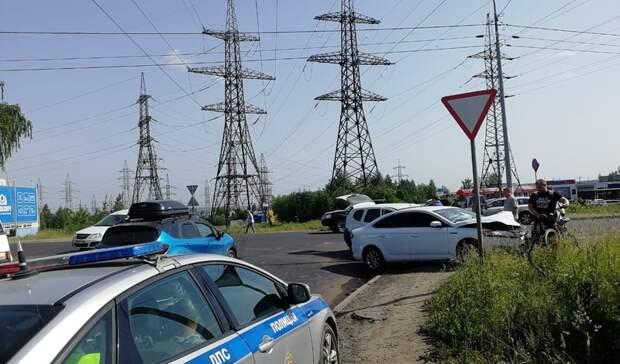 Женщина пострадала влобовом ДТП слегковыми автомобилями вПетрозаводске