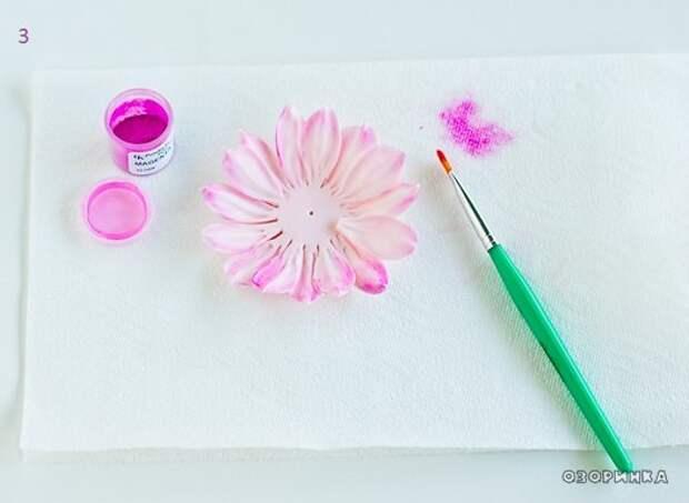разукрашиваем цветок из сахарной мастики