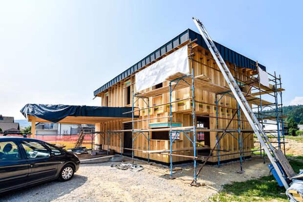 Облицовка фасада призвана быть защитой внутренних конструкций стен