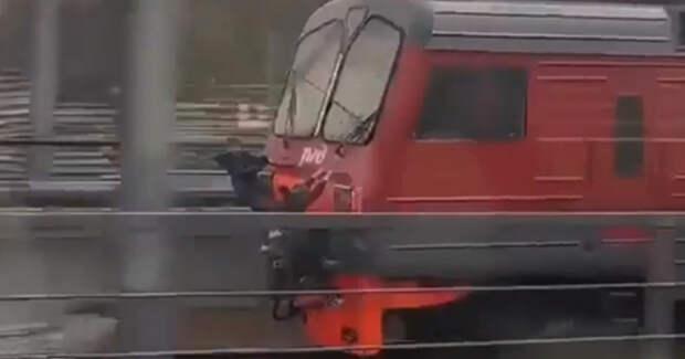 «Опасные игры» на электричке в Москве сняли на видео