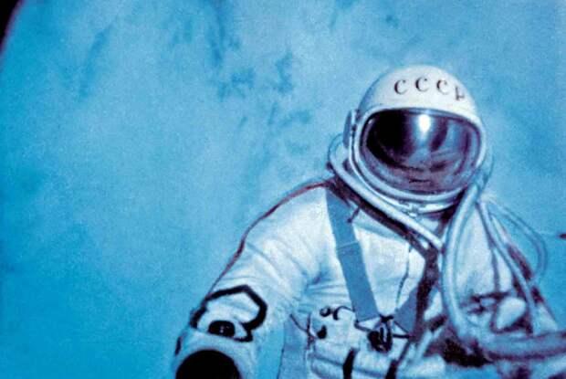 Достижение Алексея Леонова, который первым из людей вышел в открытый космос, стало главным событием 1965 года.