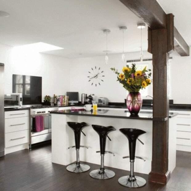 Барная стойка-остров в интерьере черно-белой кухни