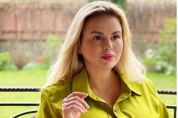 Анна Семенович показала «голое» селфи