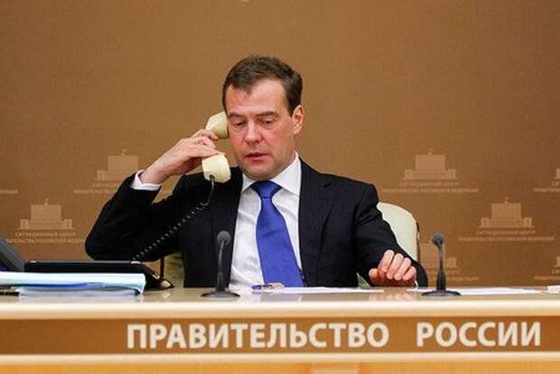 Медведев хранит молчание