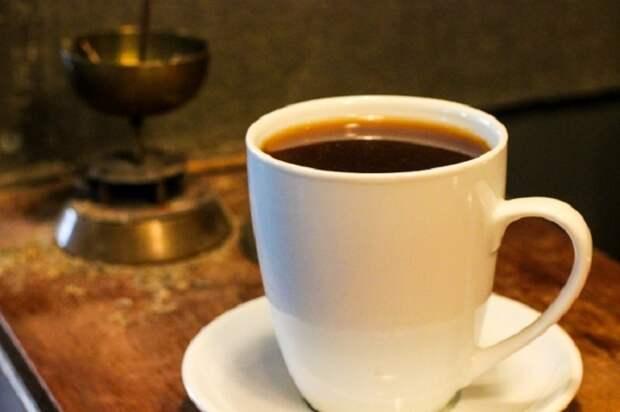 Тоуба, Сенегал. Во время обжарки кофе добавляются зерна гвинейского перца.