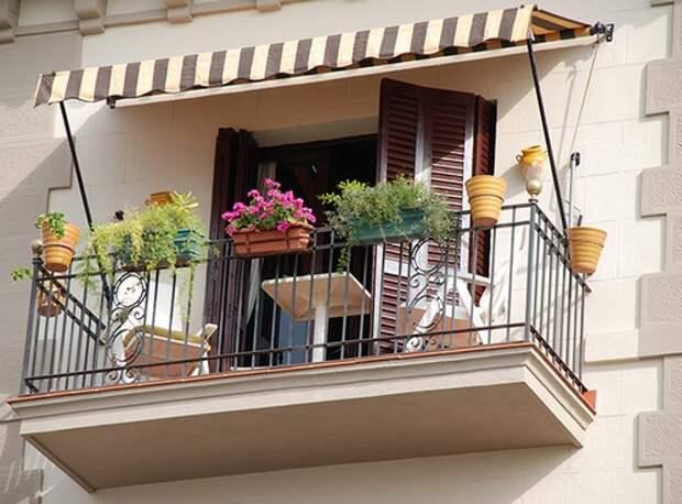 маркиза над балконом