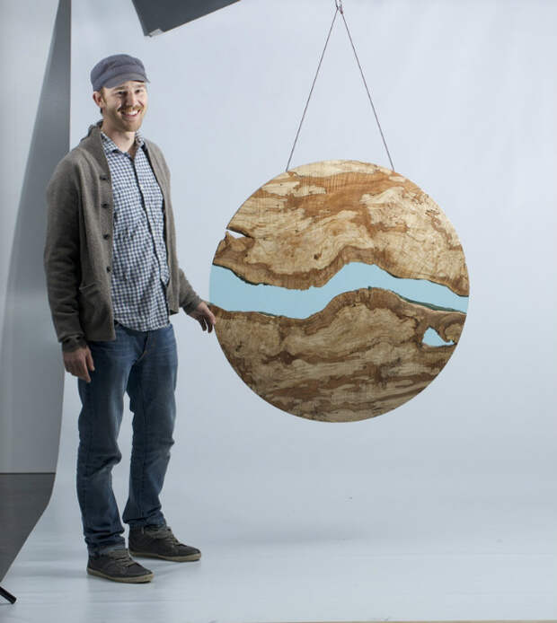 Кроме мебели мастер создаёт настенные декоративные скульптуры