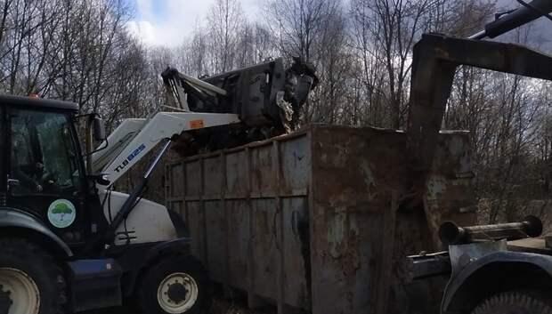 Навал мусора объемом около 40 кубометров обнаружили у поселка Подольска