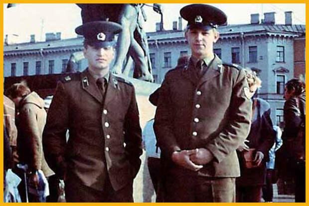 Угадайте звезду по его армейской фотографии