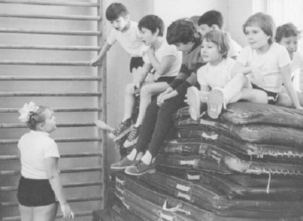 Мелких тоже физвоспитанием не обходили. СССР, история, школа