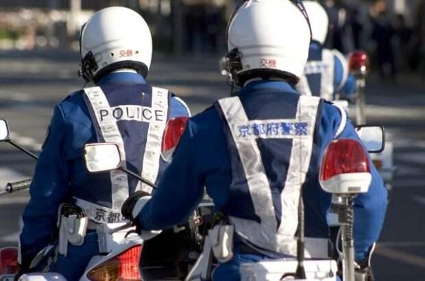 В Японии машина врезалась в здание больницы