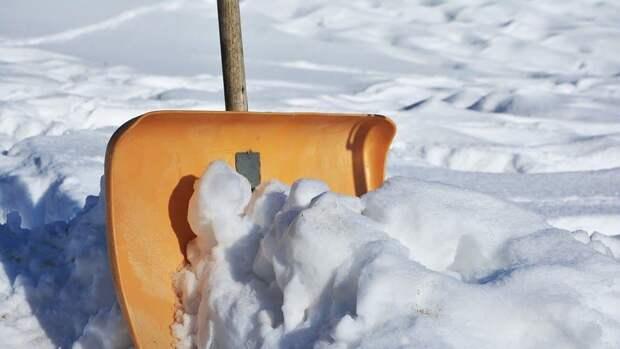 На Авиамоторной улице убрали снежные заносы и наледь