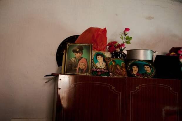 Таджикистан На руинах гражданской войны 1992-1997 г.г.  Конец 00-х.
