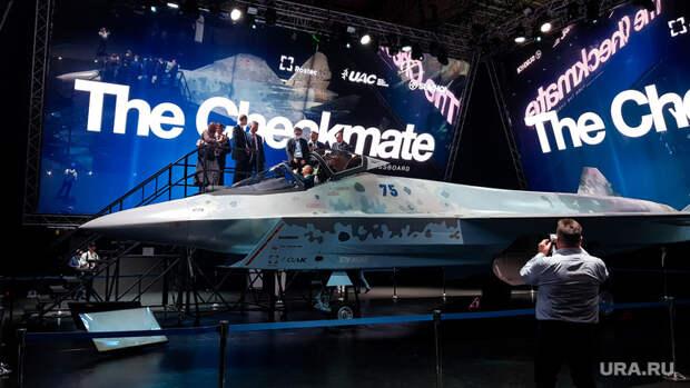 Летчик озвучил сценарий боя нового истребителя РФсамериканским