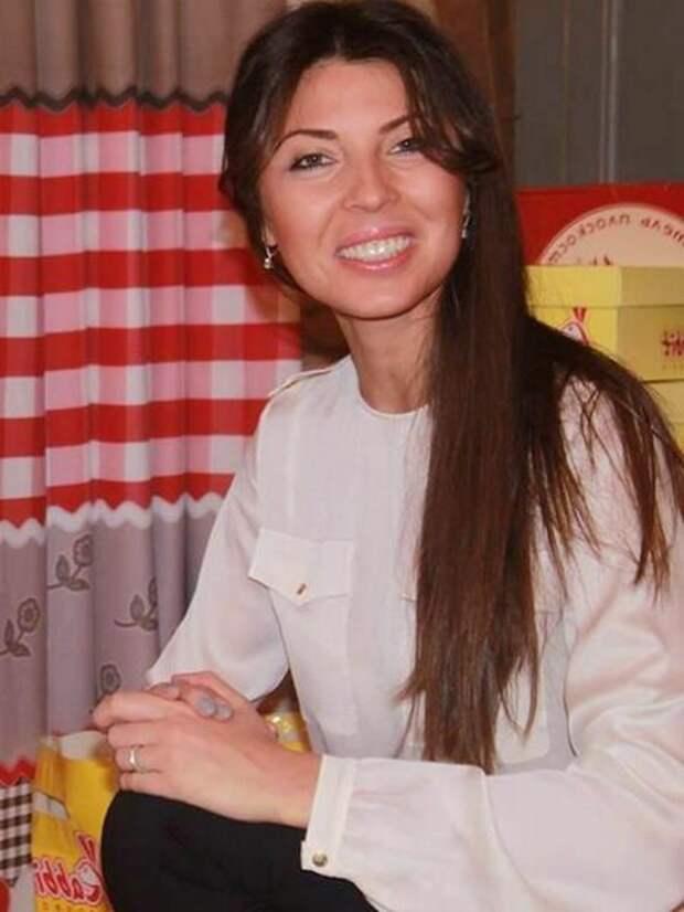 Жена губернатора Воробьева купила Теслу за 14 млн рублей