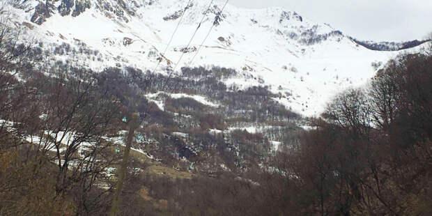 На швейцарском курорте лавина накрыла 10 лыжников, один из них погиб