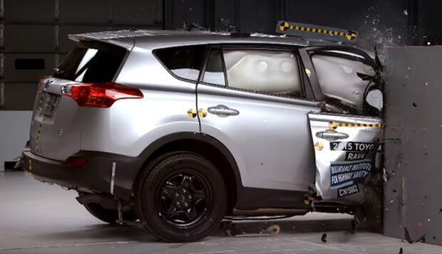 Toyota RAV4 провалил новый краш-тест IIHS