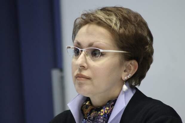 Стала известна зарплата министра, предлагавшей жить на 3,5 тысячи рублей